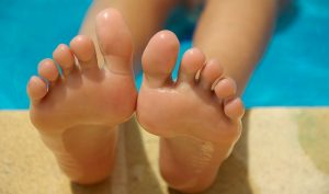 How to treat infected toe at home without antibiotics?
