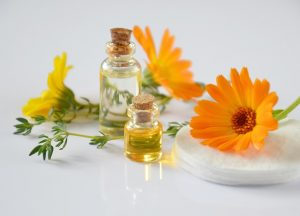 8 Best Essential Oils For Scrapes